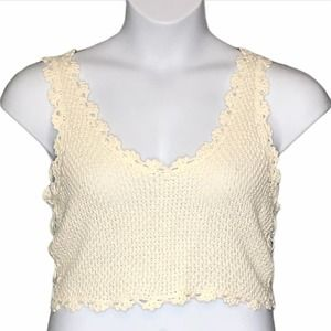 Debut Crocheted crop top v neck tank top s/m